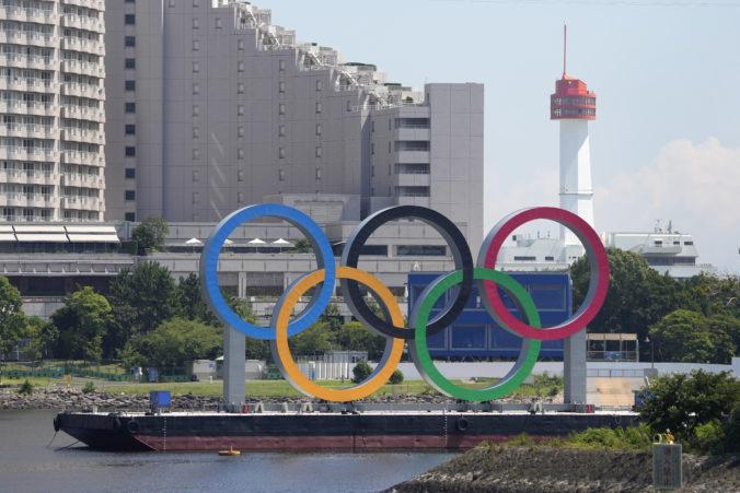 Režisér otváracieho ceremoniálu olympijských hier v Tokiu dostal vyhadzov, pred 23 rokmi vtipkoval o holokauste