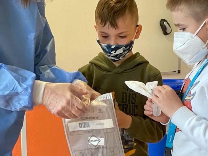 Deti do 12 rokov dostali výnimku, negatívny test nebudú potrebovať v interiéroch akvaparkov či na športových podujatiach