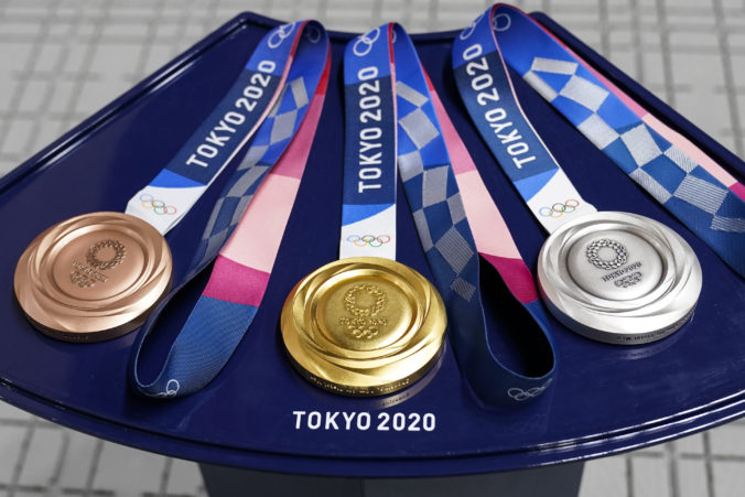 Na olympijských hrách v Tokiu rozdali prvé medaily, na čelo bilancie krajín sa dostala Čína