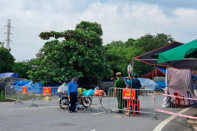 Vietnam vyhlásil lockdown v hlavnom meste Hanoj, otvorené sú len nemocnice a nevyhnutné prevádzky
