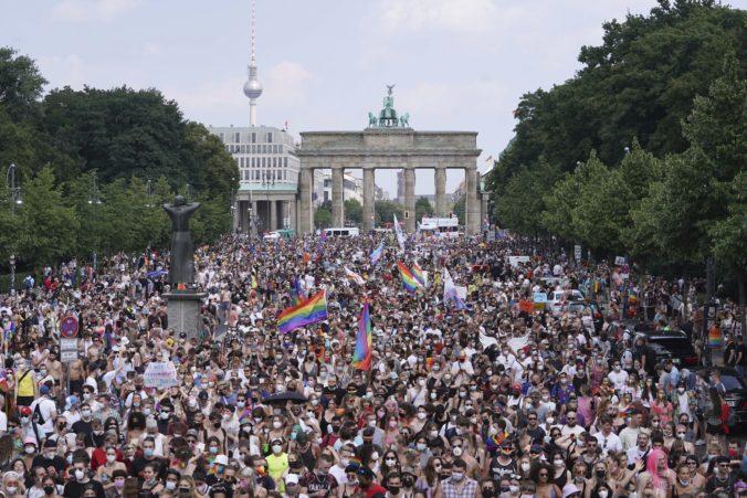 Berlín zažil najväčšie zhromaždenie od začiatku pandémie, na dúhový pochod prišli desaťtisíce ľudí
