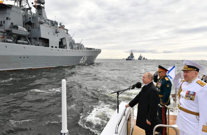 Ruské námorníctvo oslávilo 325. výročie svojho založenia, zúčastnili sa aj lode z iných krajín