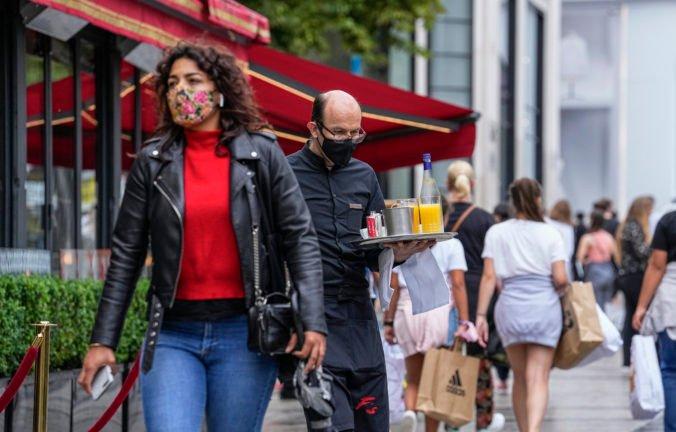 Francúzsky parlament schválil pravidlá o COVID pasoch i povinnom očkovaní, nariadenie vyvolalo protesty