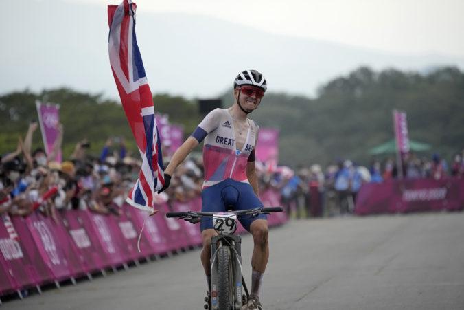 Horský cyklista Pidcock získal zlato na olympiáde v Tokiu, favorizovaný van der Poel spadol v prvom okruhu