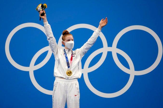 Tínedžerka z Aljašky šokujúco vyhrala prsiarsku stovku na olympiáde v Tokiu, plávanie mala v rodnom liste