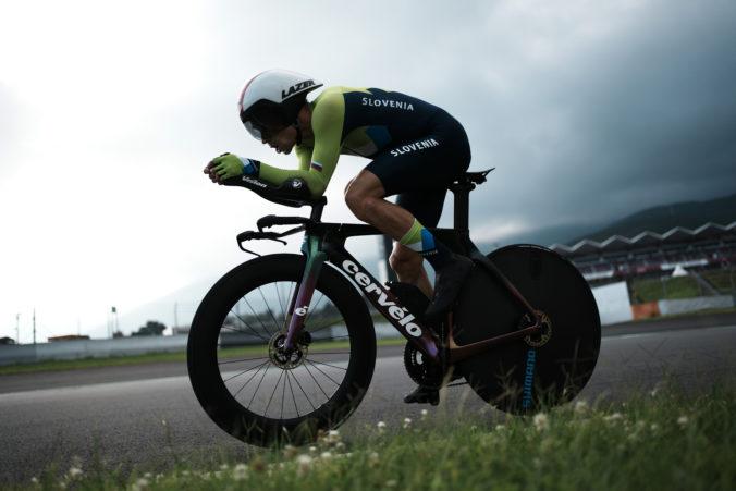 Cyklista Roglič suverénne ovládol časovku na olympiáde v Tokiu a získal zlato, Slovák Kubiš skončil predposledný