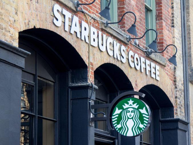 Firma Starbucks dosiahla za tretí kvartál rekordné tržby, v Číne sa však jej kaviarňam nedarilo
