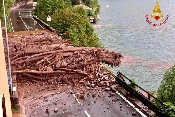 Mestá okolo talianskeho Comského jazera zasiahli silné búrky, zosuvy pôdy uväznili desiatky ľudí (foto)