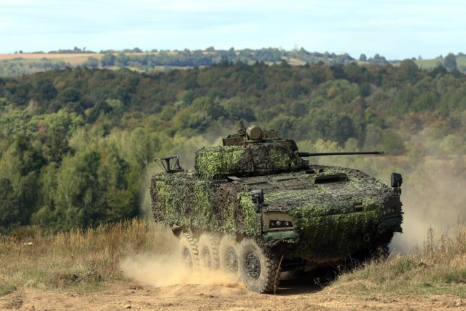 Naďovo ministerstvo sa oháňa transparentnosťou, ale nový tender na bojové obrnené vozidlá 8×8 nemusí priniesť nižšie ceny
