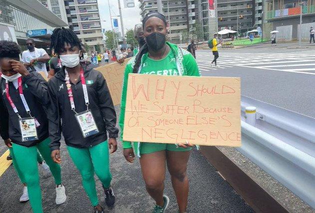 Diskvalifikovaní Nigérijčania protestovali v uliciach Tokia, dve inštitúcie obvinili z nedbanlivosti