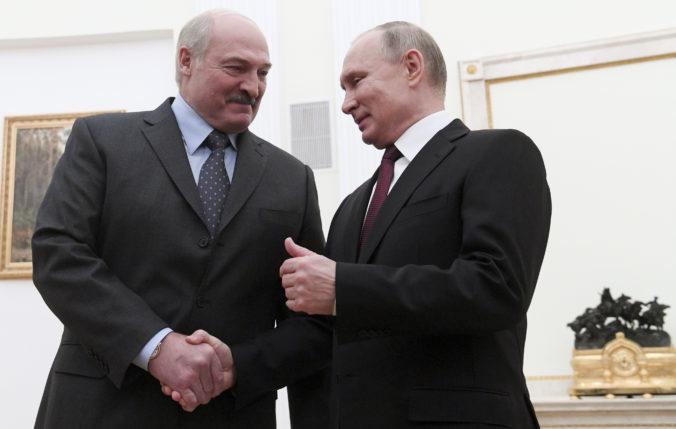 Lukašenko je pripravený bez váhania pozvať ruských vojakov, ak to bude potrebné