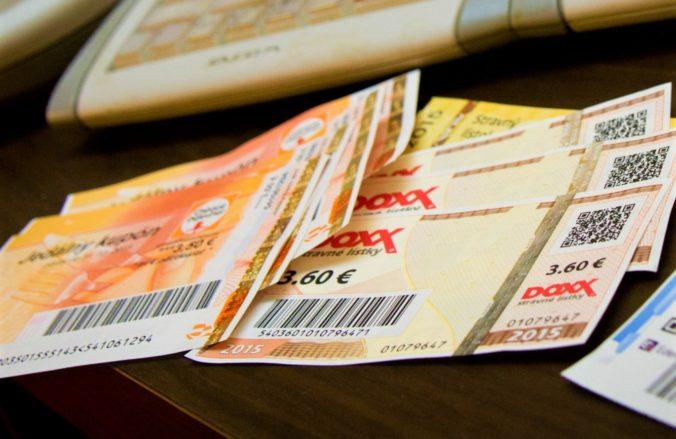 Stravné lístky by sa nemali zdaňovať rovnako ako finančný príspevok, ministerstvo práce je otvorene proti