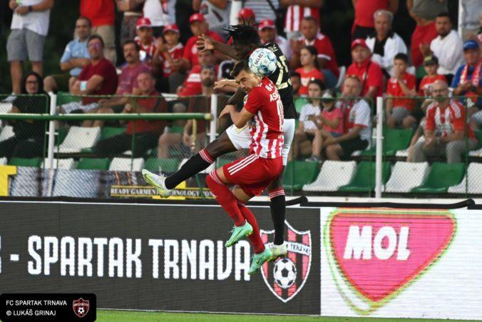 UEFA naparila trnavskému Spartaku mastnú pokutu, rasistické správanie fanúšikov nestrpí