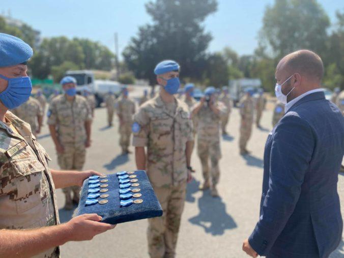 Slovenskí vojaci slúžia na Cypre už dvadsať rokov, minister Naď im odovzdal medaily OSN (foto)