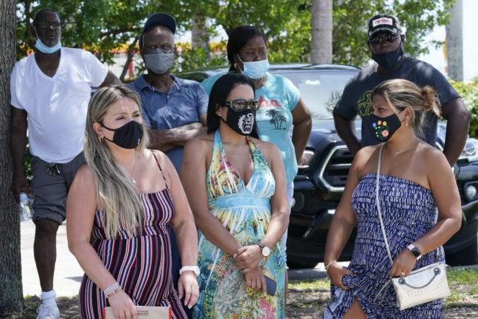 Florida hlási najvyšší počet hospitalizovaných od začiatku pandémie, guvernér odmieta rúška aj očkovanie