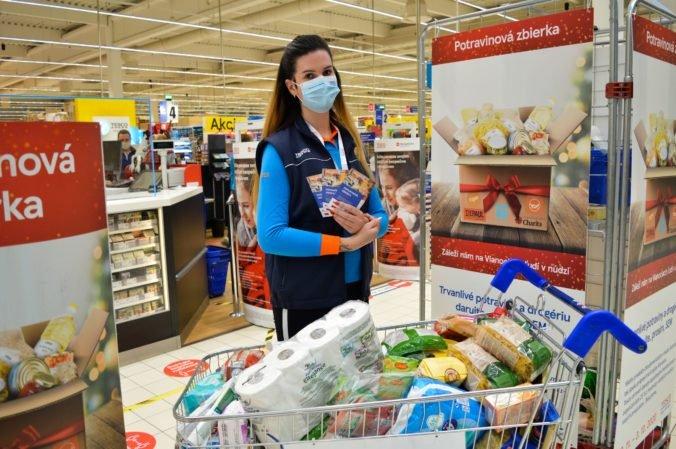 Tesco naďalej pomáha ľudom v núdzi, opäť prináša letnú potravinovú zbierku