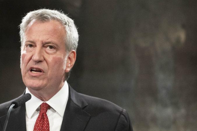 Do mnohých interiérov v New Yorku budú môcť vstúpiť iba zaočkovaní, rozhodol starosta Bill de Blasio
