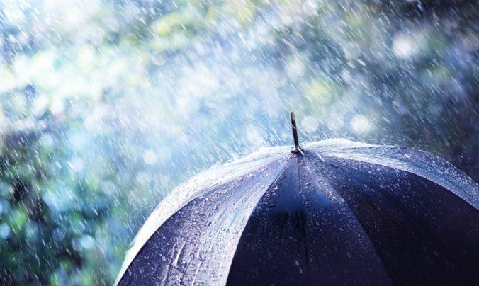 Na viacerých územiach Slovenska hrozia výdatné zrážky, meteorológovia vydali výstrahu pre sedem okresov