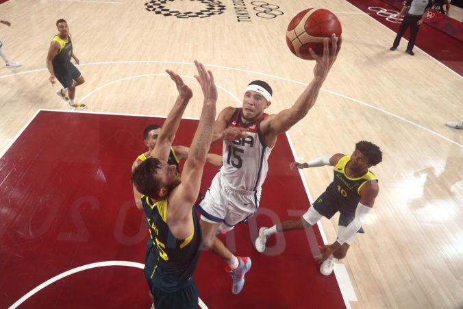 Basketbalisti USA si na olympiáde v Tokiu zahrajú o zlato, v semifinále museli otáčať 15-bodové manko