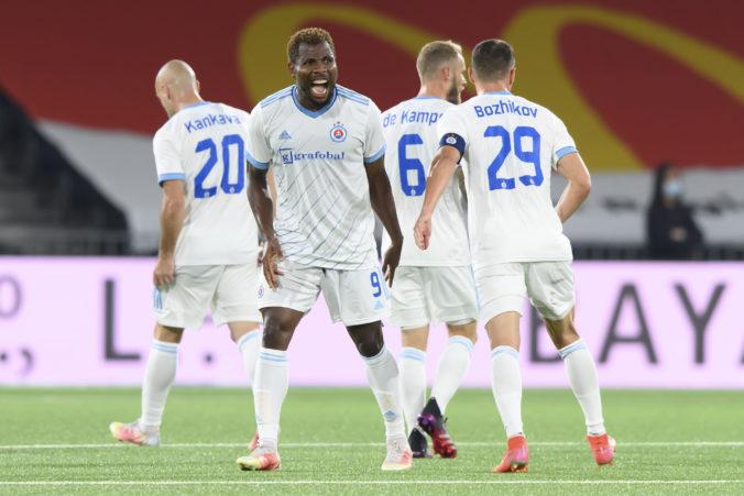 Slovan aj Žilina vyhrali v pohárovej Európe na ihriskách súperov, Trnava doma remizovala