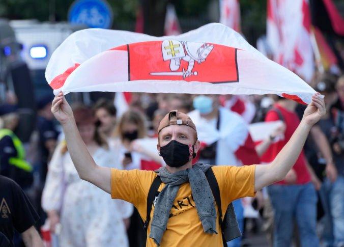 Proti politickej represii v Bielorusku protestovali stovky ľudí v Poľsku aj na Ukrajine