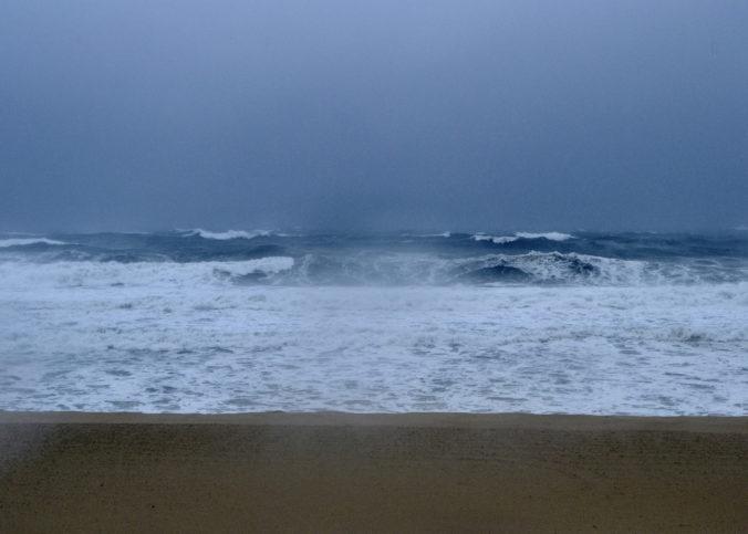 Tropická búrka Kevin nepredstavuje pre pevninu Mexika hrozbu, spôsobuje však veľké vlny