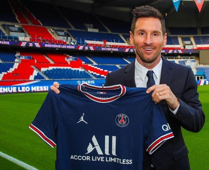 Lionel Messi podpísal s PSG zmluvu na dva roky, hrať bude s číslom 30 na drese