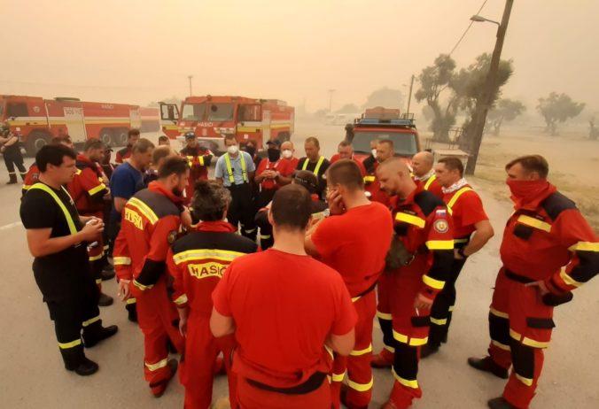 Slovenskí hasiči pomáhajú Grécku v boji proti lesným požiarom (foto)