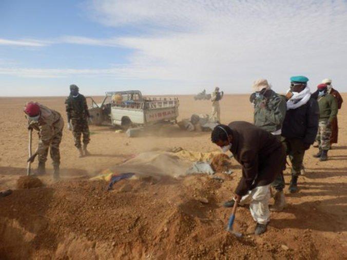Prechod rozhorúčenou Saharou ich stál život. V púšti našli telá mŕtvych migrantov, vrátane detí