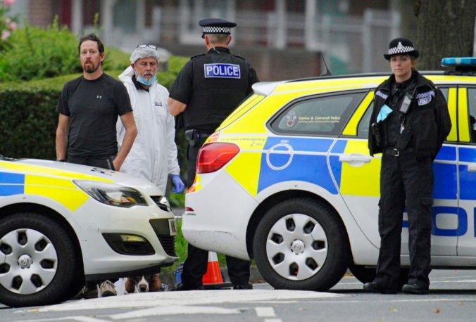 Muž v Anglicku zastrelil piatich ľudí, medzi obeťami je aj páchateľ a malé dieťa