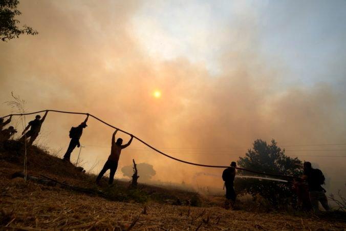 Na gréckom ostrove Eubója vypukol ďalší požiar, zasahajú štyri lietadlá a desiatky hasičov