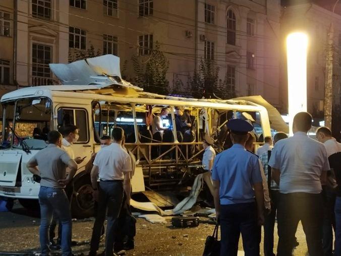 V centre Voroneži vybuchol autobus, explózia si vyžiadala dve obete a niekoľko zranených (video)