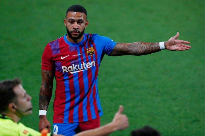 Barcelona môže v La Lige využiť služby Memphisa Depaya a ďalších dvoch hráčov, vďačí Piquému
