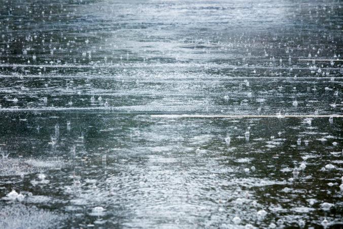 Silné dažde mali za následok povodne v južnom Rusku, úrady evakuovali vyše tisícpäťsto ľudí
