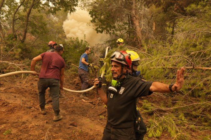 Situácia v Grécku sa stabilizuje a požiare sú pod kontrolou, domov sa vracajú aj slovenskí hasiči