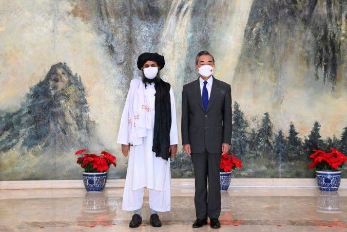 Čína verí, že si Afganistan hladko vybuduje novú vládu. Taliban musí pre mier s krajinou dodržať dva záväzky