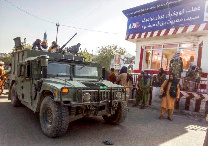 Európska únia vládu Talibanu uznať neplánuje, ale s militantmi chce rokovať o bezpečnom odchode občanov