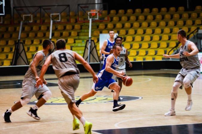 Slovenskí basketbalisti pohoreli proti Švajčiarom v druhej štvrtine, majú ešte šancu postúpiť