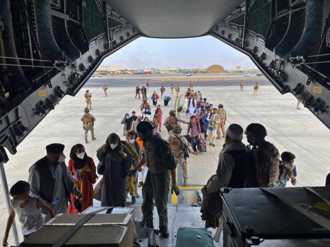 Poľsko vyšle do Afganistanu sto vojakov, zabezpečia evakuáciu občanov