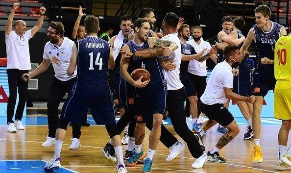 Slovenskí basketbalisti sa prebojovali do kvalifikácie na majstrovstvá sveta, v dramatickom závere zvíťazili nad Severomacedóncami
