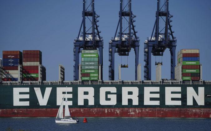 Nákladná loď Ever Given opäť preplávala Suezským prieplavom, má namierené do Ázie