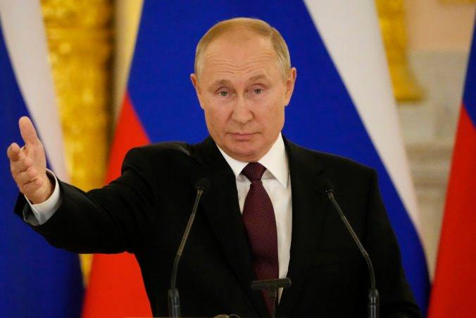 Putin ostro skritizoval pôsobenie Američanov v Afganistane, ich konanie označil za nezodpovedné