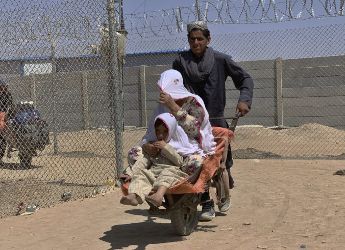 Američania musia pri evakuácii improvizovať, dôvodom sú vážne hrozby zo strany Islamského štátu