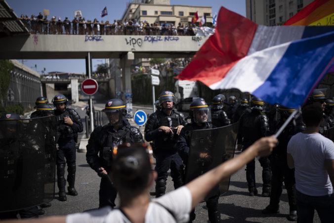 Francúzom sa nepáči zavedenie COVID pasov, naprieč krajinou sa konali stovky protestov