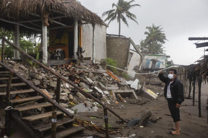 Hurikán Grace si už v Mexiku vyžiadal osem životov, medzi obeťami sú aj deti (video+foto)
