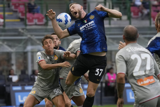 Inter Miláno vstúpil do obhajoby titulu hladkou výhrou, skóre otvoril perfektnou hlavičkou Škriniar
