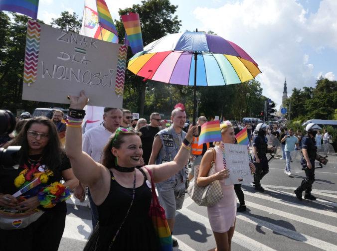 Na pochody LGBT ľudí v Poľsku dohliadala polícia, pravica to považuje za otvorenú provokáciu