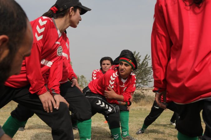 Afgánske futbalistky dosiahli dôležité víťazstvo, podarilo sa im odletieť z Kábulu do zahraničia
