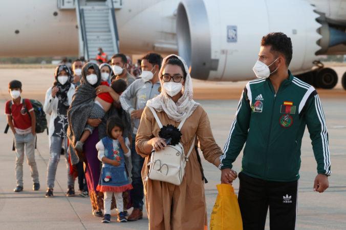 Situácia v Afganistane sa zhoršuje, viaceré krajiny ukončujú evakuácie svojich ľudí