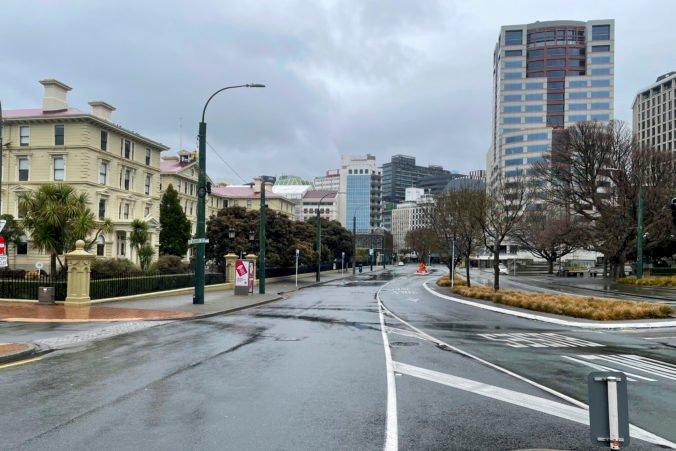 Lockdown na Novom Zélande sa opäť predlžuje, počet nových prípadov sa znižuje